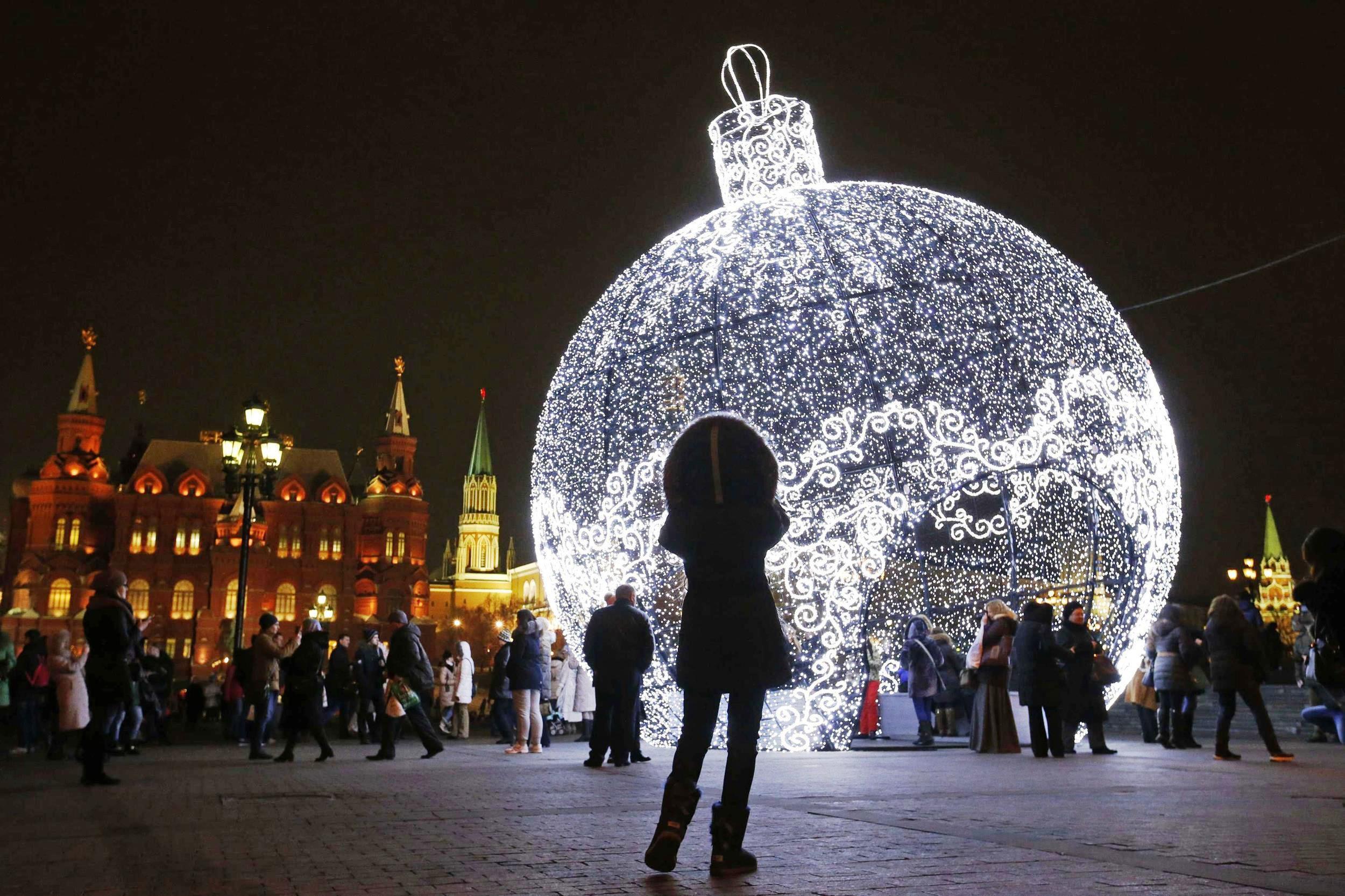 Картинка с новым годом москва 2019 шар, дню