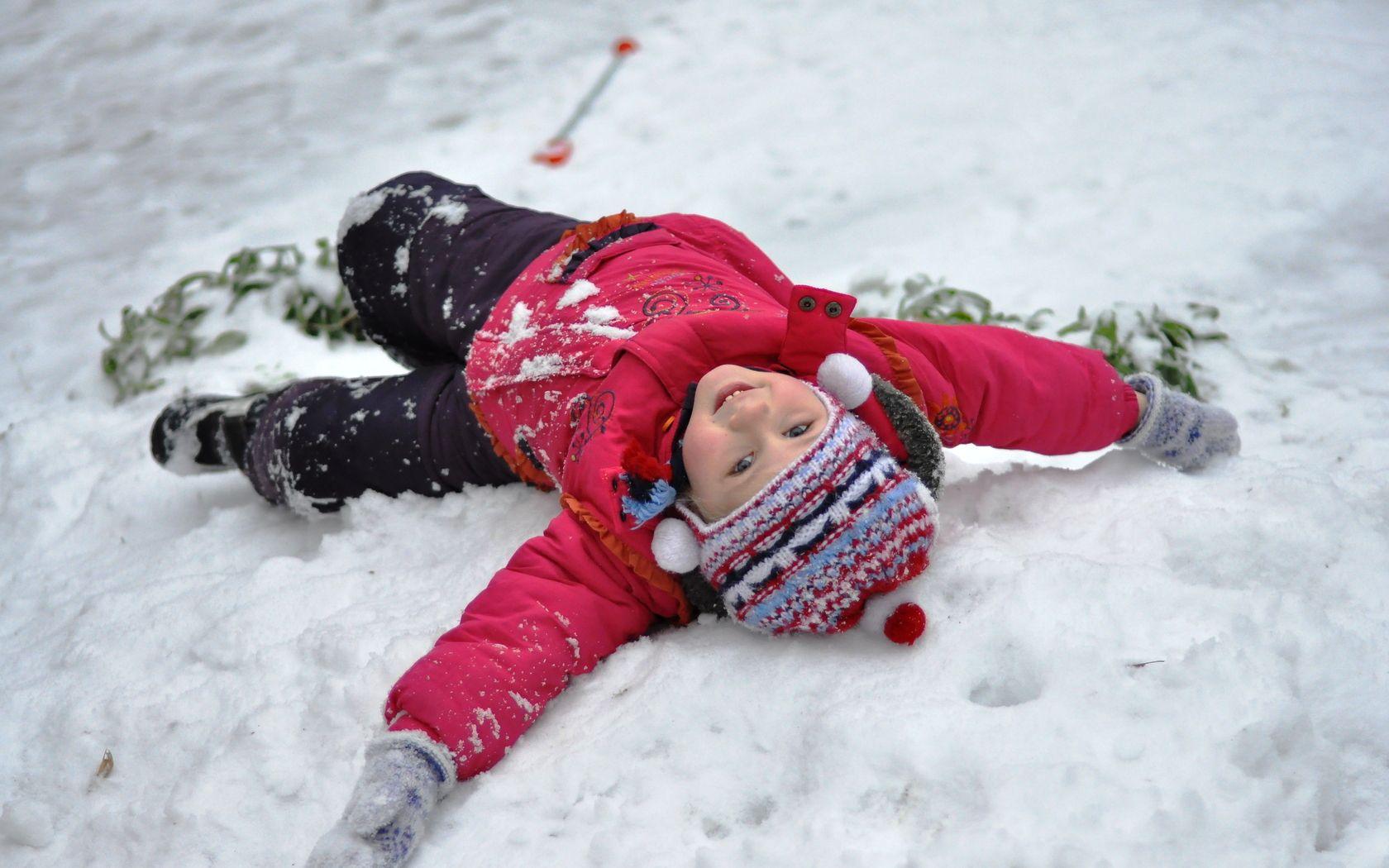 Ребенок фото в зиме на