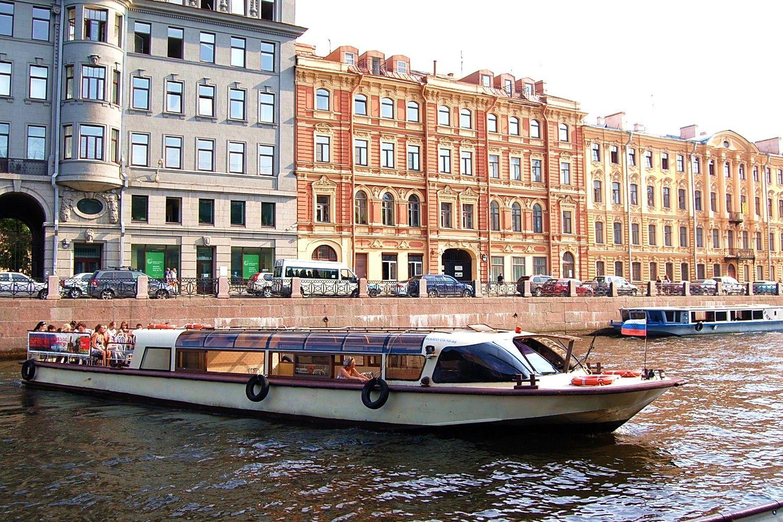Экскурсии на прогулочных катерах по Питеру: незабываемое приключение