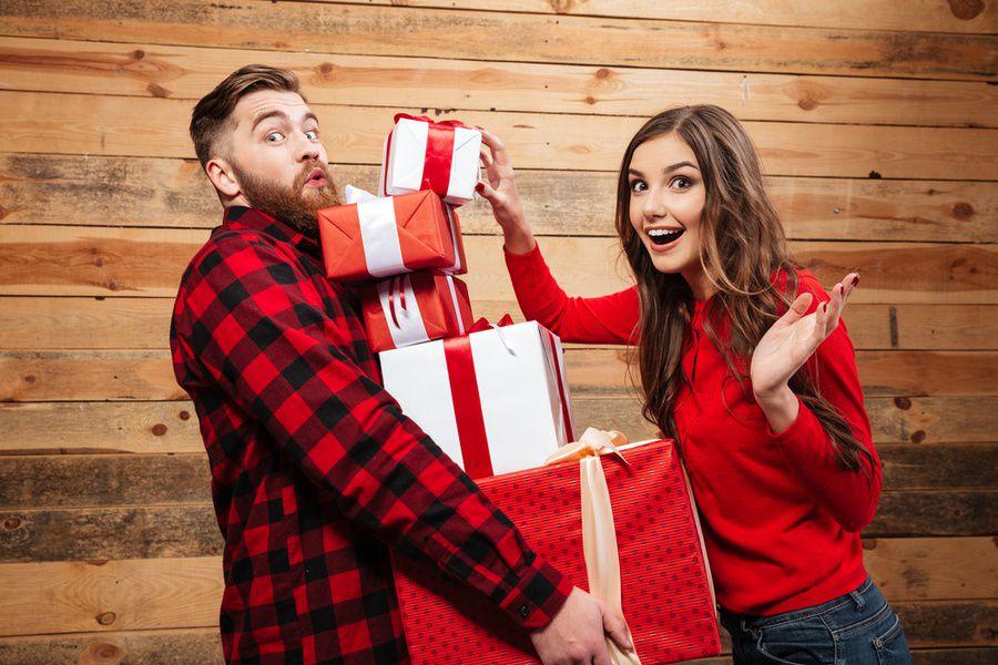 Должен ли мужчина дарить подарки 50