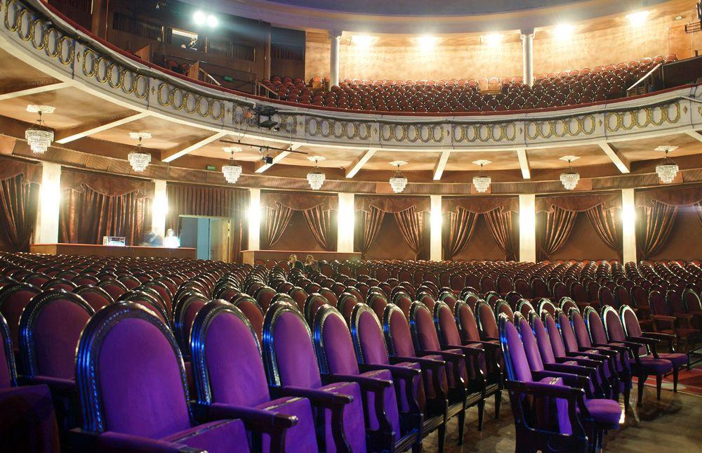 Спектакли в театре эстрады афиша билеты на концерт группы хлеб в москве