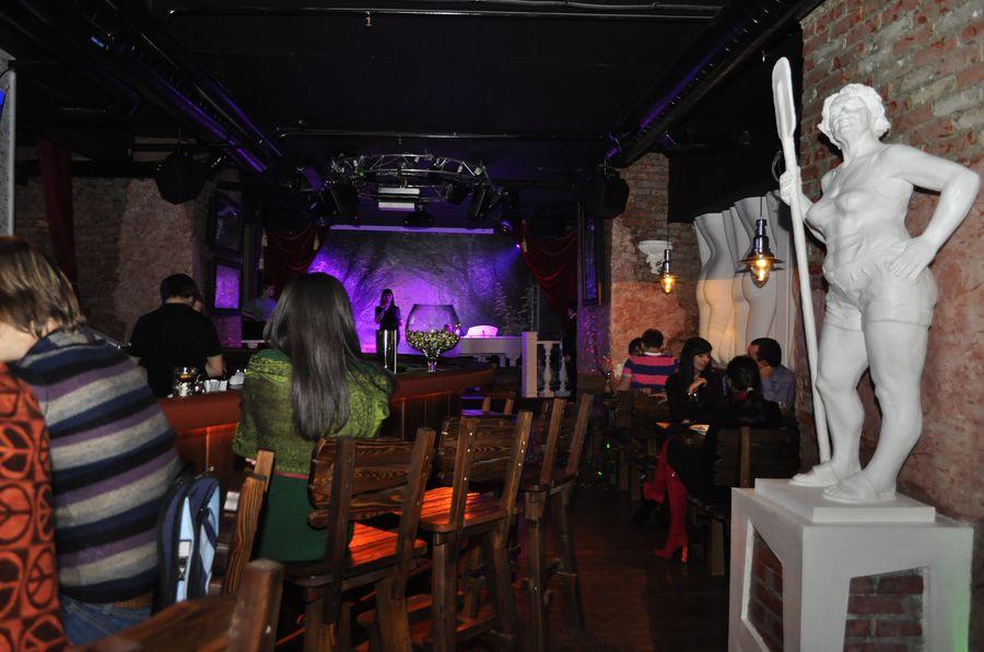 Афиша ночных клубов красноярска поможет вам быть в курсе всех самых горячих вечеринок нашего города. «лофт», «облака», «иксы», «руки вверх бар», «колорадский папа», «саяны-роял», «циркус», «стерлинг», «харлейс », «рок джаз кафе» или «эра» — мы собрали информацию обо всех событиях.