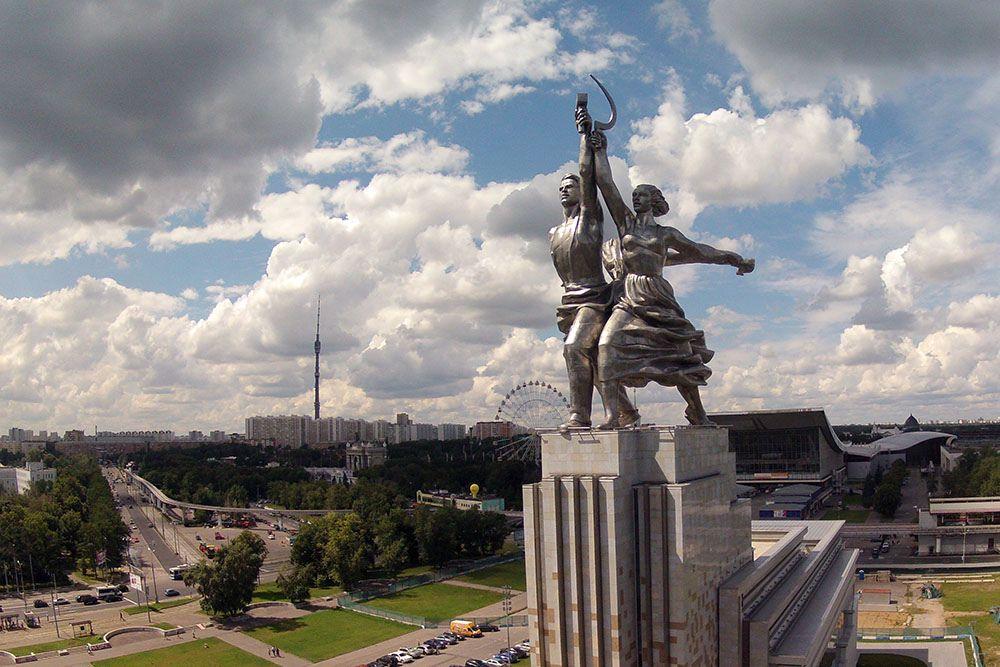 Монумент рабочий и колхозница где находится