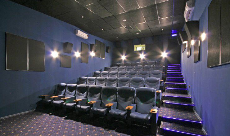 Игровые автоматы в кинотеатре на пражской кино 18 игровые автоматы вулкан бесплатно и без регистрации