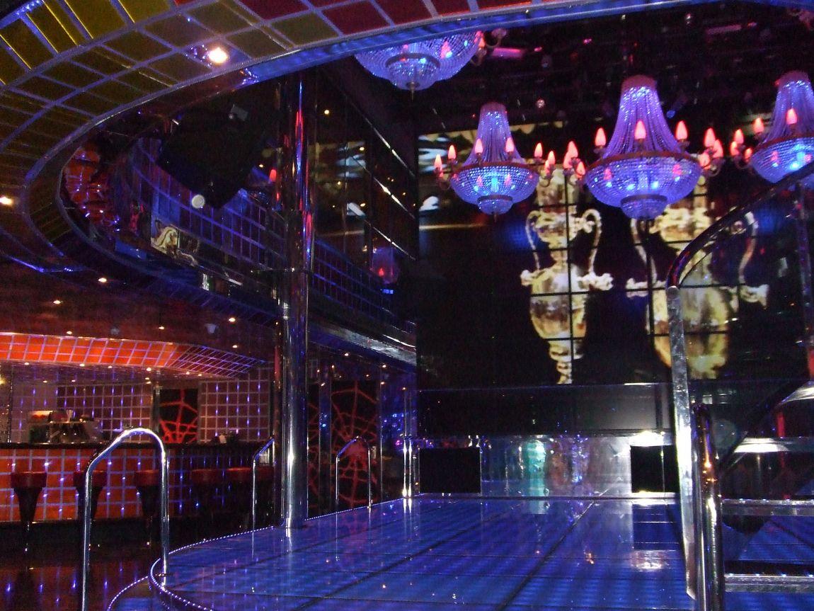 Самый дешевый ночной клуб москва стрептиз фильмы ночных клубов