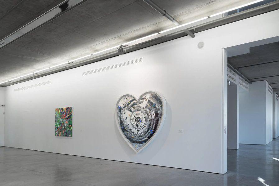 Выставка произведений Дэмьена Хёрста