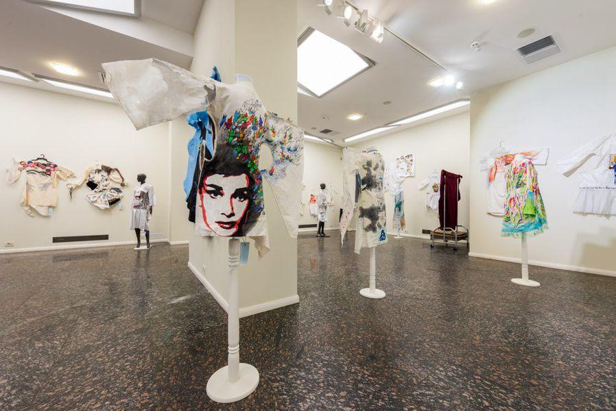 Выставка Владимира Уманенко «Платтьопис»