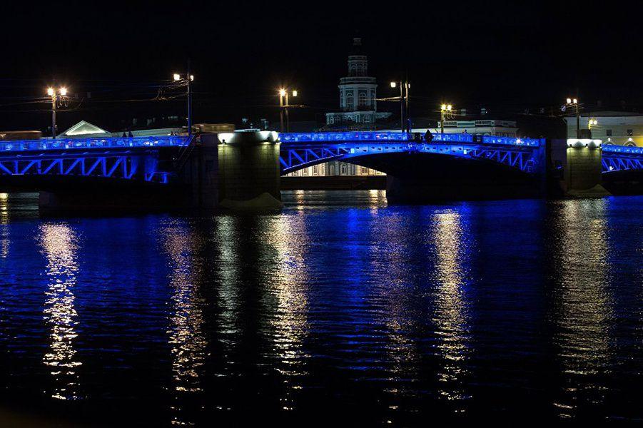 Петербург 2апреля подсветят синим