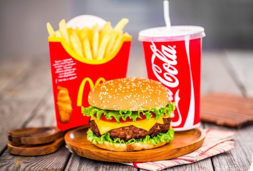 В русских ресторанах McDonald's начали работать официанты