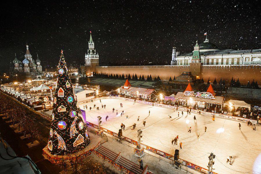 НаКрасной площади открылся главный новогодний каток
