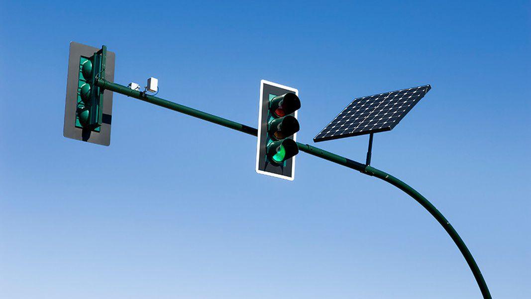 В российской столице установили 1-ый «солнечный» светофор