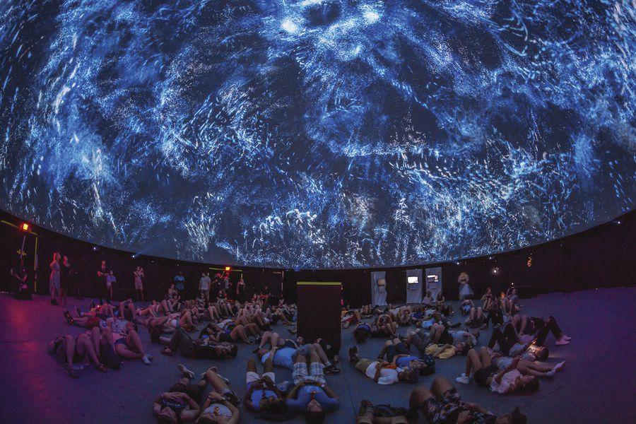 Мультмедиа-залы открываются в арт-центрах, современных музеях и парках аттракционов по всему миру